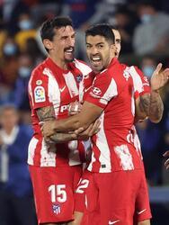 Atlético de Madrid se impone, con doblete de Luis Suarez, ante el Getafe donde milita el mexicano Jose Juan Macías con marcador de 2-1 durante la Jornada 6 de La Liga. Stefan Mitrovic abrió el marcador al minuto 45' al favor de los locales, pero fue el 'Pistolero' quien se encargó de darle la victoria a los 'Colchoneros'; JJ Macías jugó 67' minutos y Héctor Herrera 83' minutos.