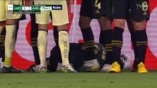 ¡Expulsión! El árbitro saca la roja directa a Luis Reyes.