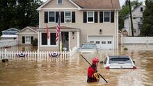 'Henri' deja a más de 100 mil viviendas sin electricidad y severas inundaciones en la costa este de EEUU