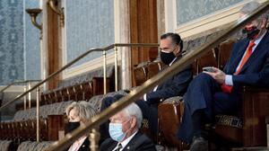 El senador de Utah Mitt Romney fue puesto a salvo tras desalojo del Capitolio de Washington DC