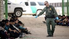Juez obliga a liberar unos 250 inmigrantes detenidos por más de un mes en Texas sin ser acusados de delitos