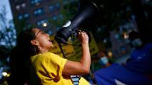 """""""Estamos peleando por todos"""": se cumplen 24 horas de manifestaciones frente a la casa de Chuck Schumer"""