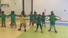 Los estudiantes de este maestro de kínder bailan mejor que tú