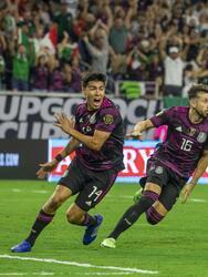 Orbelín pineda (45+2) y Héctor Herrera (90+8) se encargan de anotar en el sufrido triunfo de México 2-1 sobre a Canadá.