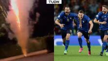 ¡Ingleses lanzan fuegos artificiales al hotel de Italia!