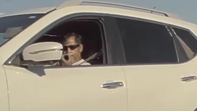 Arrestan a hombre que disparó proyectil en la autopista I-5
