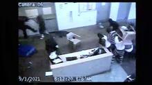 Motín en cárcel de Carolina del Sur deja dos oficiales heridos, una docena de reos enfrentan cargos