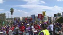 Trabajadores de California exigen a otros estados un salario mínimo de 15 dólares por hora