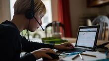 Preocupados por contagios en escuelas, algunos padres en Chicago piden que la educación virtual sea una opción
