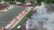 Varias familias resultan damnificadas por incendio que consumió diez unidades residenciales en Hialeah