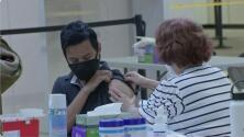 Bomberos de California presentan una demanda por el mandato de vacunación en el estado