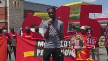 Empleados de McDonald's exigen aumento salarial en Durham