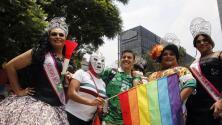 """Comunidad LGBT marcha en México y le pide al próximo presidente que """"respete sus derechos"""""""