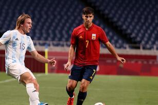 Argentina queda fuera de los Juegos Olímpicos tras empatar ante España 1-1 en su último partido de grupo. Es la segunda vez en la historia de los JO que la albiceleste queda fuera en la fase de grupos. Costa de Marfil será el rival de la escuadra española.