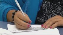 Denuncian algunas demoras en la llegada de permisos de trabajo solicitados en Miami