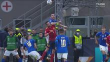 ¡Deja a Italia con 10! Bonucci ve la tarjeta roja tras codazo con Busquets