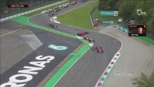 ¡Caos total! Vettel pierde posiciones tras choque con Hamilton