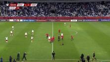 ¡Expulsión! El árbitro saca la roja directa a Levan Shengelia.