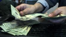 Denuncian que algunos contadores están cobrando a quienes quieren aplicar al fondo para trabajadores excluidos