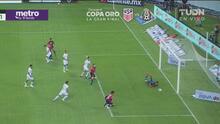 ¡Gran atajada! Hugo González evita el gol de Atlas