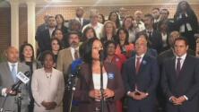 Legisladores demócratas en Texas logran frenar la votación de un proyecto de ley que busca imponer restricciones a votantes