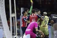 Jugadores de Chivas ironizan con incidente entre Martín y Ponce