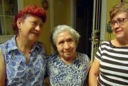 Tras más de 30 años viviendo en EEUU, esta madre mexicana recibe con emoción su residencia permanente