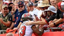 Fan regresa balón histórico de Brady a cambio de 8 regalos