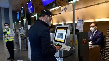 ¿Necesitaremos un 'pasaporte de salud' para viajar o ir al cine? Ya existe un proyecto para implementarlo