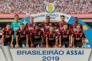 SAO PAULO, BRAZIL - MAY 05: Players of Flamengo pose for the team photo before a match between Sao Paulo and Flamengo for the Brasileirao Series A 2019 at Morumbi Stadium on May 05, 2019 in Sao Paulo, Brazil. (Photo by Miguel Schincariol/Getty Images)
