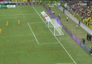 ¡Atajada espectacular! Oscar Jiménez saca del ángulo el tiro de Carioca