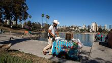 Activista entrena a vendedores ambulantes de Los Ángeles en defensa personal ante el aumento de ataques