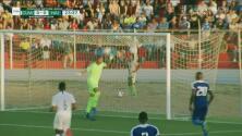 ¡Increíble! Arquero de Curazao evita el gol con cabezazo