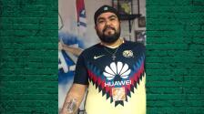 Aficionado del América se tatúa escudo de Chivas
