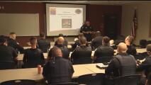 Entrenan a oficiales de policía en Phoenix para combatir sobredosis por opioides
