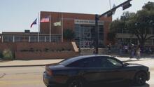 Escuela de Arlington tuvo que cerrar de emergencia tras reportarse que un alumno tenía un arma