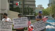 Decenas de cubanos protestan en el consulado de México en Miami exigiendo mejores tratos a sus compatriotas inmigrantes