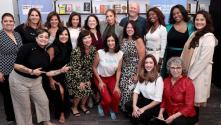 Jennifer López le dice a un grupo de mujeres latinas emprendedoras que son una inspiración para ella