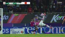 ¡Arruina un golazo! Nicolás Vikonis ataja la chilena de Julián Quiñones