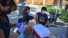 En un minuto: La FDA permitirá combinar vacunas contra el covid-19 para los refuerzos, según reportes