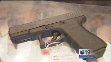 Cambiarían las normas para poseer armas en California