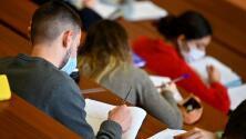 Así es el programa que ofrece becas a latinos para estudiar carreras relacionadas con la ciencia y la tecnología