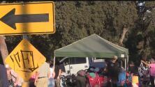 Autoridades instalan un campamento para indigentes en un parque en Modesto