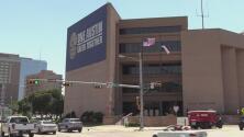 Más hispanos y afroamericanos son detenidos en paradas de tráfico en Austin, según un estudio