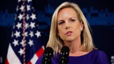 Exigen la renuncia de la secretaria de Seguridad Nacional por separación de familias en la frontera