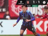 Edson Álvarez pudo ser expulsado en el empate del Ajax con Twente