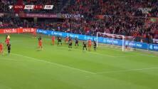 Denzel Dumfries marca el 4-0 para Países Bajos