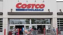 """Costco elimina marca de leche de coco por acusaciones de presunta """"explotación laboral"""" de monos, según PETA"""