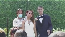 """""""No sé cuánto más tengo de vida, pero quiero vivirla con ella"""": pareja se casa a pesar de un grave diagnóstico de cáncer"""
