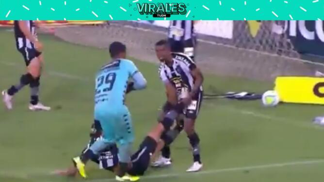 ¡WTF! Arrastran a jugador lesionado fuera del campo